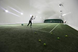 Inchiriere teren de fotbal/tenis