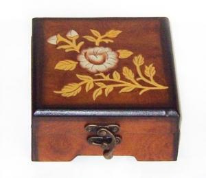 Cutie de lemn pentru bijuterii